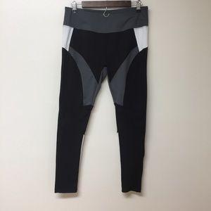 Grey tone workout leggings